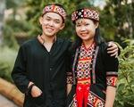 Tìm trang phục các dân tộc trên cả nước chụp bộ ảnh chia tay thời cấp III