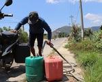 Sống cạnh nhà máy nước 12 tỉ, dân vẫn chạy… tìm nước