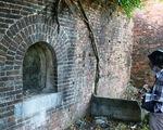 Chiếc cổng kỳ lạ tuyệt đẹp vừa phát lộ ở kinh thành Huế: Không chỉ có một
