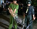 Hai nhóm hơn 50 thanh niên rượt đuổi, chém nhau với dao rựa, bom xăng trong đêm