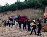 Thót tim giải cứu xe tải chở gần 5 tấn thuốc nổ bị lật