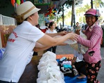 Gian quần áo cũ và suất cơm miễn phí chiều thứ 7 trên góc phố Đà Nẵng