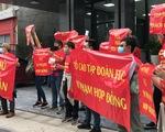 FLC đại hội cổ đông, khách hàng treo băngrôn trước trụ sở Hà Nội và TP.HCM
