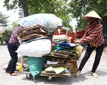 Phơi mình mưu sinh lam lũ dưới trời nắng thiêu đốt 40 độ ở Hà Nội
