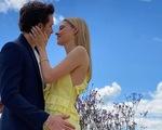 Victoria Beckham thiết kế váy đính hôn cho con dâu - ái nữ của một tỉ phú