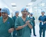Thủ tướng Nguyễn Xuân Phúc gọi điện chúc mừng êkip phẫu thuật tách rời cặp song sinh
