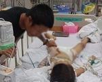 Bé trai 7 tuổi ngưng tim, hôn mê sau ca mổ lấy đinh nẹp ở tay
