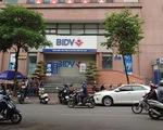 Hai nghi phạm nổ súng cướp 900 triệu tại BIDV ném lựu đạn khi chạy trốn