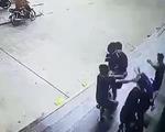 Bắn súng gas, đánh