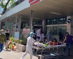 Nhân viên y tế trực tết sẽ mở máy điện thoại 24/24 để kịp thời ứng phó dịch COVID-19