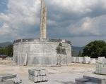 Huyện nghèo đang khẩn trương xây tượng đài 48 tỉ