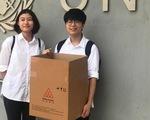 Mũ cách ly di động của hai học sinh Việt Nam