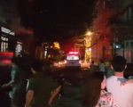 Bé trai bị bỏ rơi trên ghế đá ở quận Tân Phú đang được bệnh viện chăm sóc