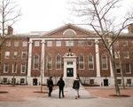 Mỹ thông báo trục xuất du học sinh là để ép mở cửa lại trường học?