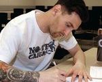 Dân mạng chế cảnh Messi viết thư chia tay