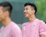 Đoàn Văn Hậu trở lại tập luyện cùng Hà Nội FC với 3 hình xăm và khuyên tai
