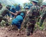 Mưa lũ ở Lào Cai: đất đá đè trúng nhà, đường ngập hơn 1 mét