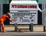 Indonesia dựng quan tài bên đường để