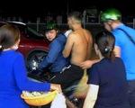 Ẩu đả trong đêm, một thanh niên bị chém đứt lìa cổ tay