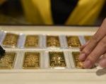 Giá vàng thế giới giảm sâu, giá vàng trong nước cao hơn gần 2,7 triệu đồng/lượng