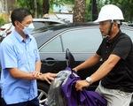 Chủ tịch Hải Phòng xuống đường nhắc người dân đeo khẩu trang