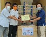 Báo Tuổi Trẻ tặng vật dụng phòng dịch COVID-19 cho trạm y tế giáp ranh Đà Nẵng
