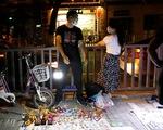Vì khó khăn, Bắc Kinh nhắm mắt làm ngơ cho dân đi bán hàng rong