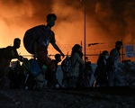 13.000 người tị nạn ở Hi Lạp ngủ ngoài đồng vì hỏa hoạn, EU vẫn loay hoay cách tiếp nhận