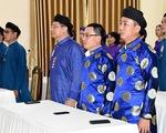 Cục Di sản ủng hộ Huế thí điểm đưa chiếc áo dài nam truyền thống vào công sở