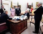 Sách mới về Trump gây bão nhờ COVID-19