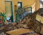 Bốn trường học ở Lào Cai bị đổ tường, đất đá tràn vào lớp
