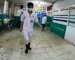 Đêm cấp cứu trong nước ngập lênh láng ở Bệnh viện Hóc Môn