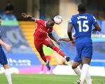 Liverpool thắng dễ 10 người Chelsea