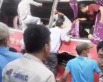 Tàu hỏa đâm ngang hông xe 45 chỗ chở học sinh