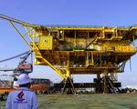 Vietsovpetro hạ thủy khối thượng tầng giàn khoan nặng gần 900 tấn