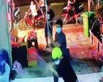 Video cận cảnh nhóm người đập phá quán karaoke vì 'xin đểu' 2 triệu không được