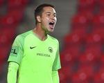 Chờ thủ môn Filip Nguyễn ra sân trong trận CH Czech gặp Scotland