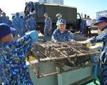Vùng 2 Hải quân chuẩn bị quà đi chúc tết nhà giàn DK1 và Côn Đảo