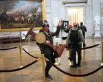 Chiếc bục phát biểu bị đánh cắp của bà Pelosi đã quay trở lại Điện Capitol