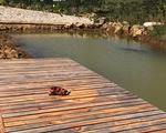 Rơi xuống hồ nước trong khu vực phân lô bán nền, bé gái 12 tuổi chết đuối