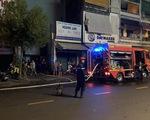 Cứu 7 người mắc kẹt trong căn nhà cháy giữa khuya ở quận 10