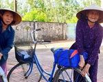 Khi Tết đến với hai mẹ con 94 và 62 tuổi, mắt họ rưng rưng...