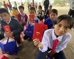 Tết sẻ chia với học sinh, sinh viên vùng bão lũ Quảng Nam
