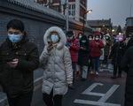 Trung Quốc bắt đầu dùng chiến thuật lạ: Lấy mẫu xét nghiệm COVID-19 từ hậu môn
