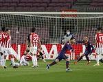 Messi sút phạt