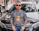 """Bắt 1 nghi phạm vụ nổ súng vào xe của """"thánh chửi"""" Dương Minh Tuyền"""