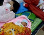Thai phụ người Mông sinh con ngay bên đường khi về quê bằng xe máy