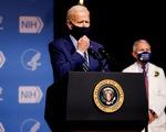 Ông Biden chỉ trích ông Trump không chuẩn bị tốt chương trình tiêm COVID-19