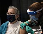 Số người tiêm chủng tại Mỹ đã cao hơn số ca dương tính COVID-19