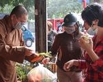 Đông đảo người dân đến với phiên chợ 0 đồng của MC Đại Nghĩa
